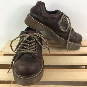 Dr Martens classic brown leather lace up shoes sz6